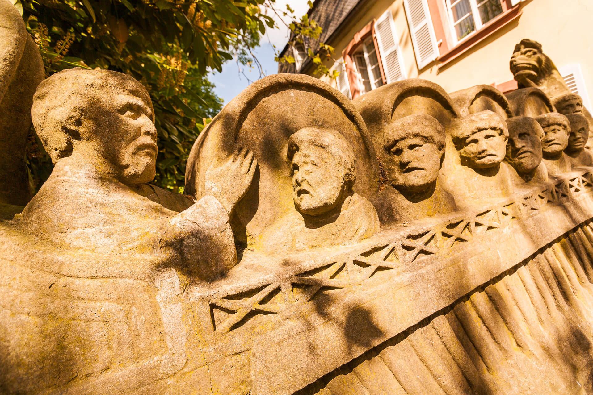 Römerweinschiff. Grabmal eines Weinhändlers aus römischer Zeit.