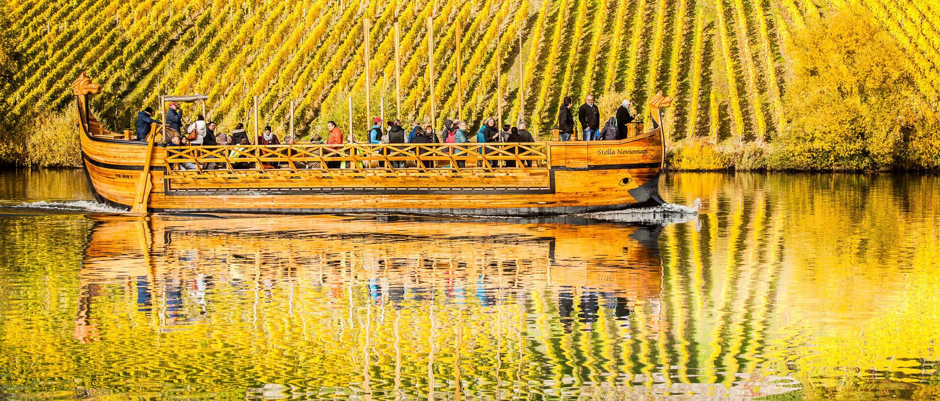 Römerweinschiff. Grabmal eines Weinhändlers aus römischer Zeit. Der Nachbau fährt heute für Gäste auf der Mosel.